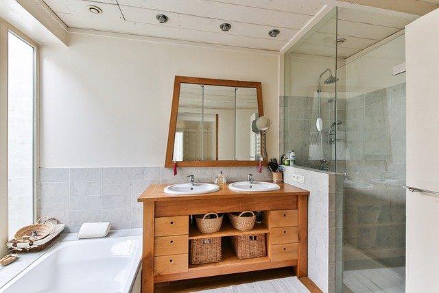 Le nettoyage de parois de douche: 4 astuces pour réussir l'opération