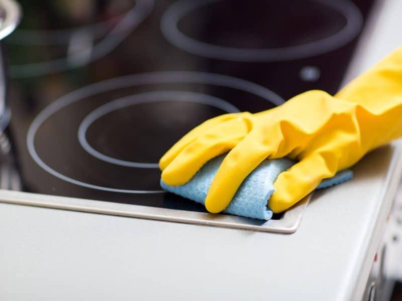 Les astuces pour nettoyer la plaque en vitrocéramique ou à induction