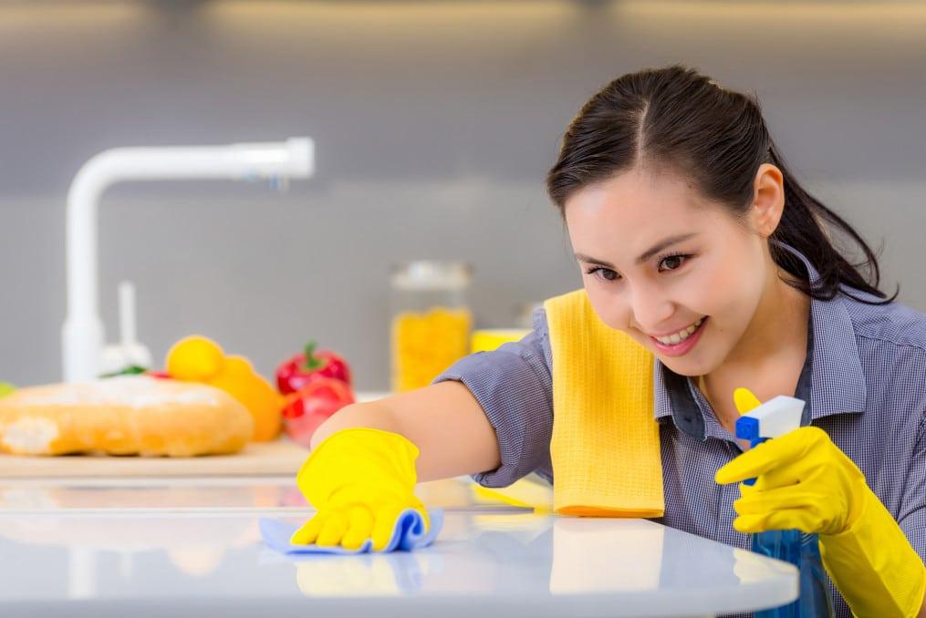 Que fait une aide-ménagère ?