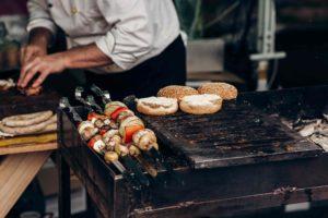 Comment utiliser l'ammoniaque pour nettoyer une grille de barbecue très sale ?