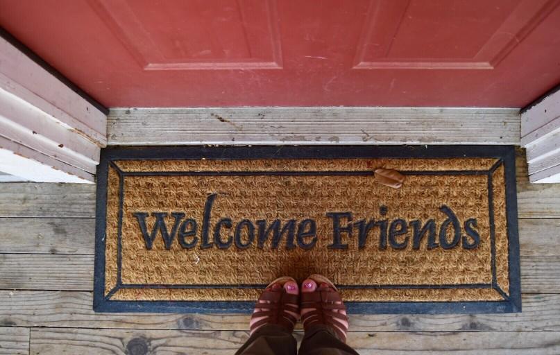 Vous accueillez un ami à la campagne et il compte rester plusieurs mois : ce qu'il faut savoir de l'hébergement à titre gratuit.